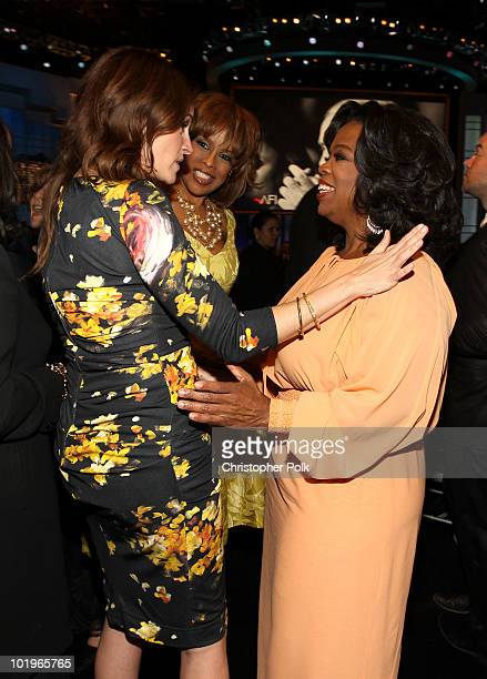 Actress Julia Roberts Gayle King and Oprah Winfrey in the audience during the 38th AFI Life Achievement Award honoring Mike Nichols held at Sony...