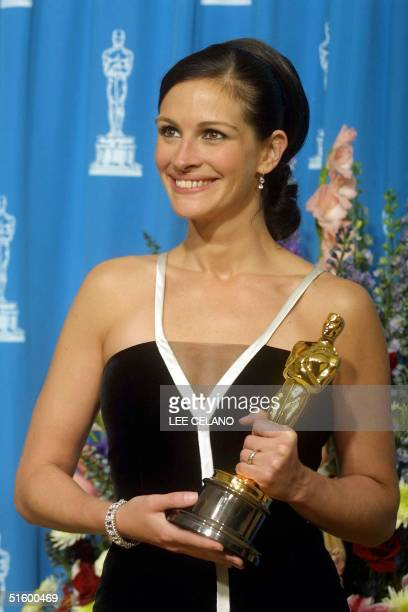 Actress Julia Roberts holds her Oscar received for her role as Best Actress in Erin Brockovich at the 73rd Annual Academy Awards at the Shrine...