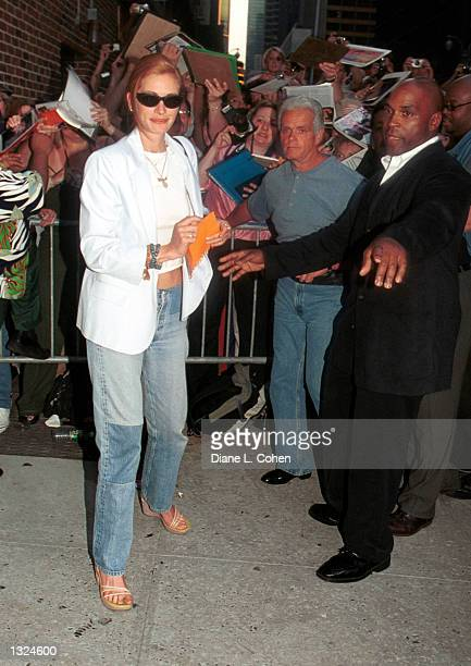 Actress Julia Roberts leavs at the Ed Sullivan Theater where she appeared as a guest on the Late Show with David Letterman July 10 2001 in New York...