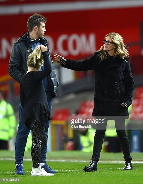 Actress Julia Roberts talks to Michael Carrick of Manchester United after the Premier League match between Manchester United and West Ham United at...