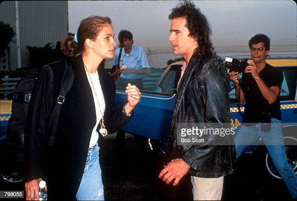 Actress Julia Roberts talks with actor Jason Patric in the Los Angeles International Airport in CA August 12 1991