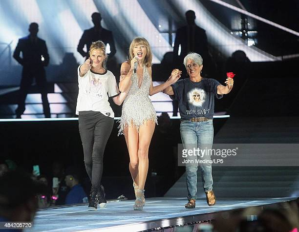 Actress Julia Roberts Taylor Swift and musician Joan Baez appear together during Swift's 'The 1989 World Tour' at Levi's Stadium on August 15 2015 in...