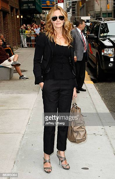 Actress Julia Roberts visits 'Late Show with David Letterman' at the Ed Sullivan Theater on June 9 2009 in New York City
