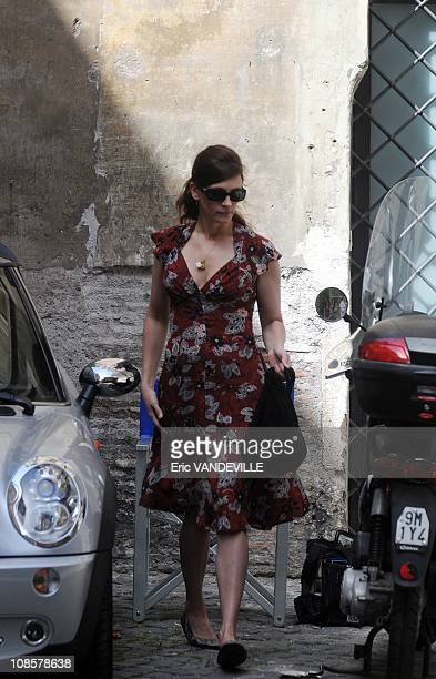 S actress Julia Roberts wraps up a scene on the set of her latest movie 'Duplicity' in Rome's 'Ghetto' the Ancient Jewish District in downtown Rome...