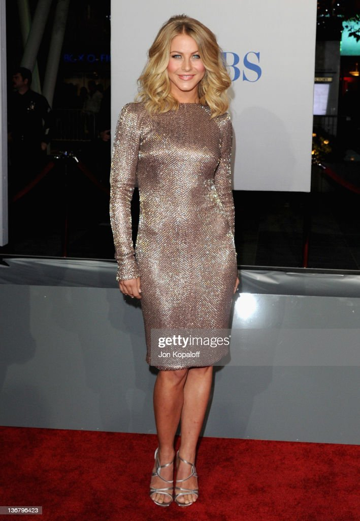Julianne Hough arrives at the Peoples Choice Awards 2012