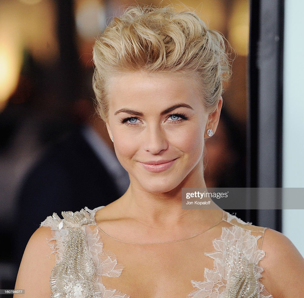 Actress Julianne Hough Arrives At The Los Angeles Premiere