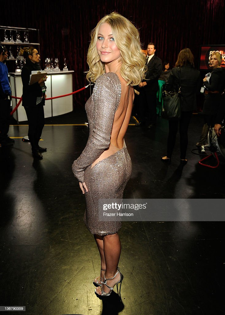 Julianne Hough: Bare Back at Peoples Choice Awards 2012