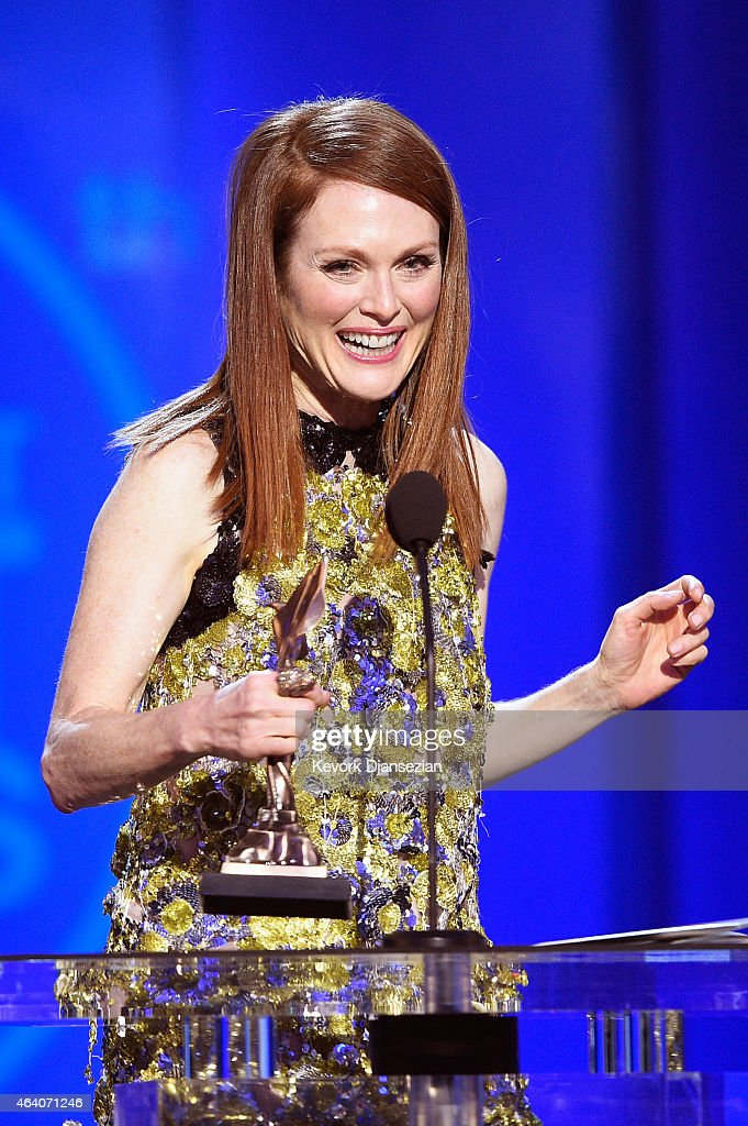 Actress Julianne Moore accepts Best Female Lead for 'Still Alice' onstage during the 2015 Film Independent Spirit Awards at Santa Monica Beach on February 21, 2015 in Santa Monica, California.