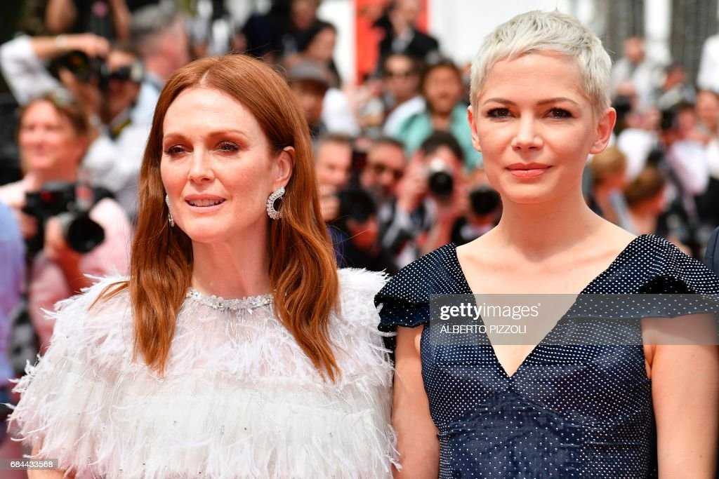 US actress Julianne Moore (L) and US actress Michelle Williams pose as they arrive on May 18, 2017 for the screening of their film 'Wonderstruck' at the 70th edition of the Cannes Film Festival in Cannes, southern France. / AFP PHOTO / Alberto PIZZOLI