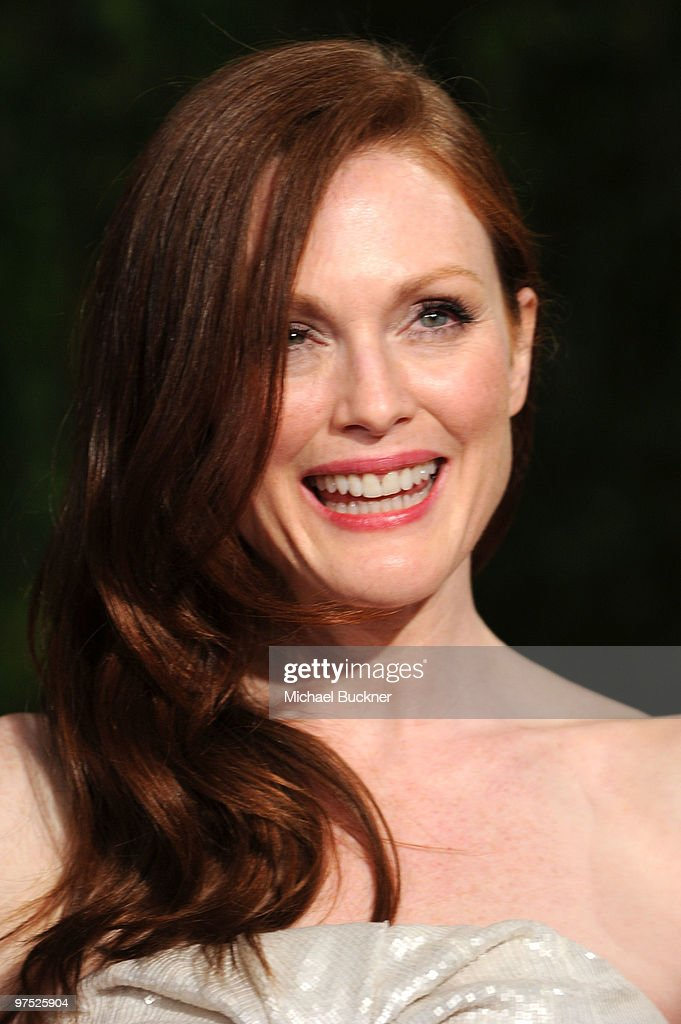 Actress Julianne Moore arrives at the 2010 Vanity Fair Oscar Party hosted by Graydon Carter held at Sunset Tower on March 7, 2010 in West Hollywood, California.