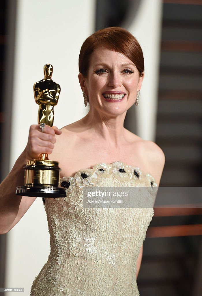 Actress Julianne Moore arrives at the 2015 Vanity Fair Oscar Party Hosted By Graydon Carter at Wallis Annenberg Center for the Performing Arts on February 22, 2015 in Beverly Hills, California.