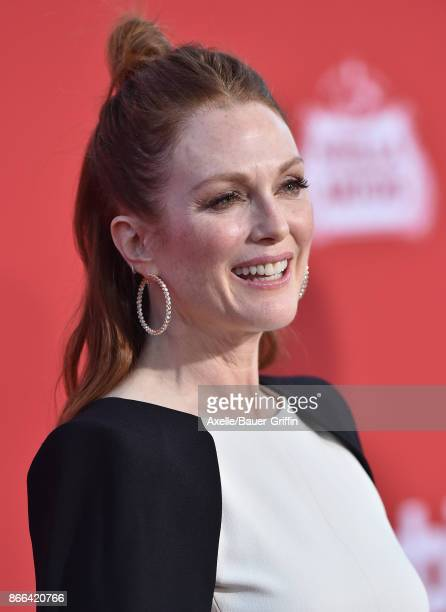 Actress Julianne Moore arrives at the premiere of Paramount Pictures' 'Suburbicon' at Regency Village Theatre on October 22 2017 in Westwood...