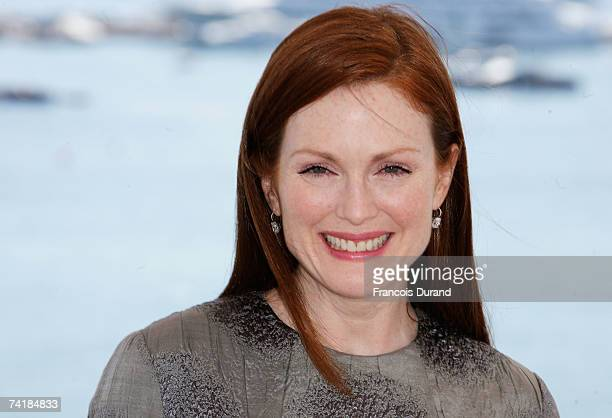 Actress Julianne Moore attends a photocall promoting the movie 'Savage Grace' during the 60th International Cannes Film Festival on May 18 2007 in...