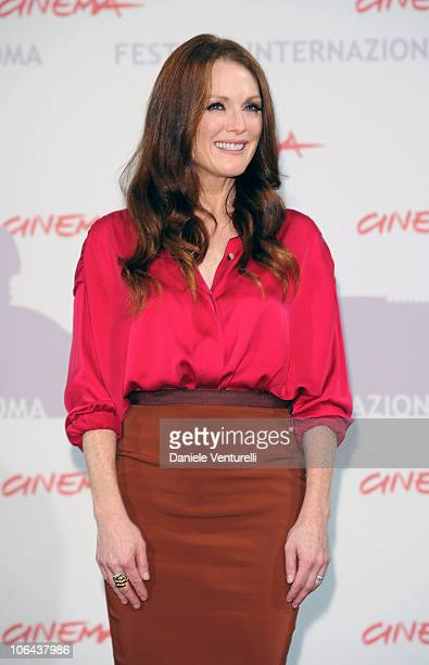 Actress Julianne Moore attends The Kids Are All Right photocall during the 5th International Rome Film Festival at Auditorium Parco Della Musica on...