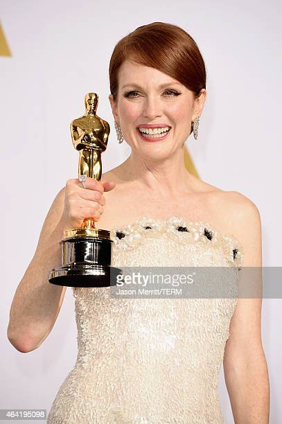 Actress Julianne Moore winner of the Best Actress in a Leading Role Award for 'Still Alice' poses in the press room during the 87th Annual Academy...