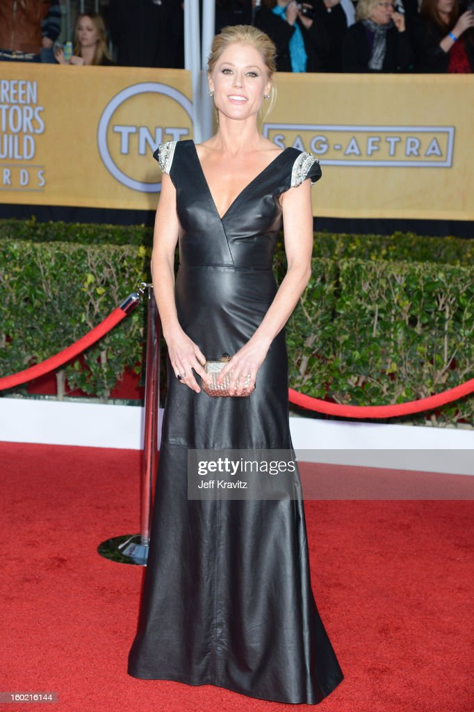Actress Julie Bowen arrives at the 19th Annual Screen Actors Guild Awards held at The Shrine Auditorium on January 27, 2013 in Los Angeles, California.