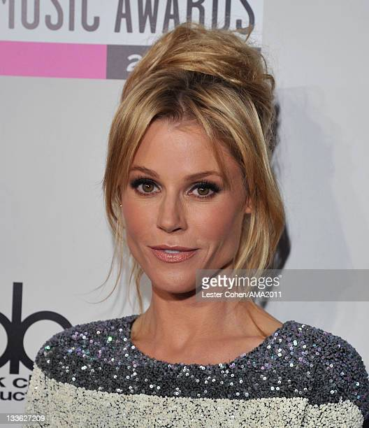 Actress Julie Bowen arrives at the 2011 American Music Awards held at Nokia Theatre LA LIVE on November 20 2011 in Los Angeles California