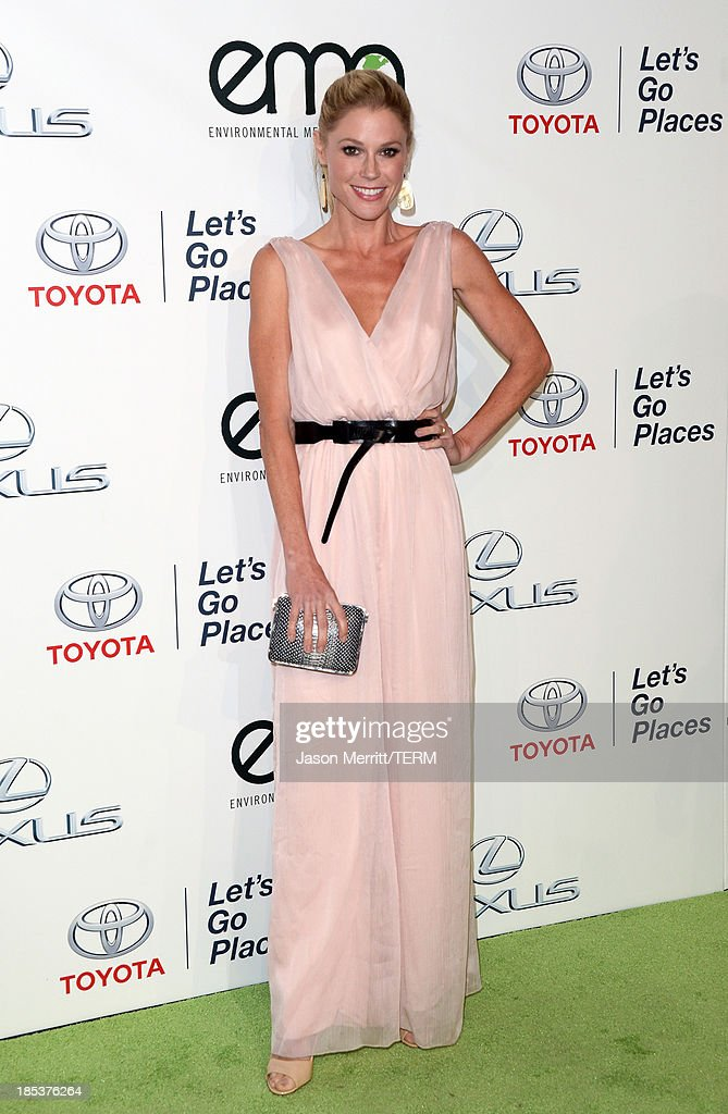 Actress Julie Bowen arrives at the 23rd Annual Environmental Media Awards presented by Toyota and Lexus at Warner Bros. Studios on October 19, 2013 in Burbank, California.