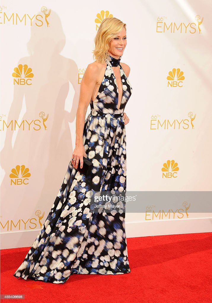 Actress Julie Bowen arrives at the 66th Annual Primetime Emmy Awards at Nokia Theatre L.A. Live on August 25, 2014 in Los Angeles, California.