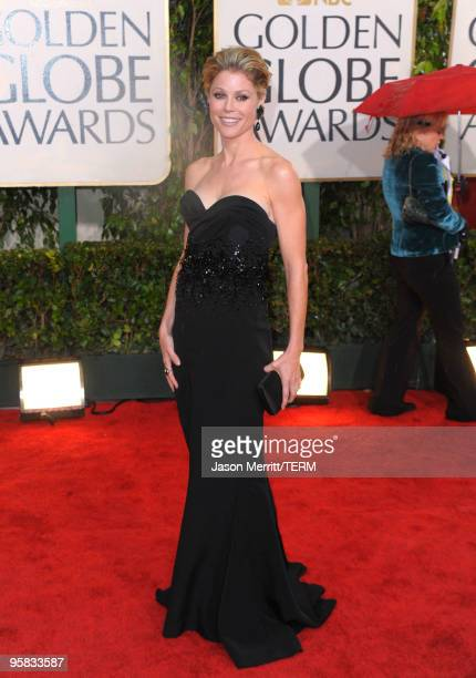 Actress Julie Bowen arrives at the 67th Annual Golden Globe Awards held at The Beverly Hilton Hotel on January 17 2010 in Beverly Hills California