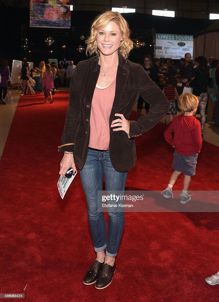 Actress Julie Bowen attends P.S. ARTS presents Express Yourself 2014 with sponsors OneWest Bank and Jaguar Land Rover at Barker Hangar on November 16, 2014 in Santa Monica, California.