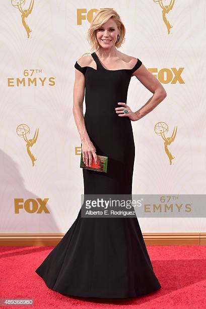 Actress Julie Bowen attends the 67th Emmy Awards at Microsoft Theater on September 20 2015 in Los Angeles California 25720_001