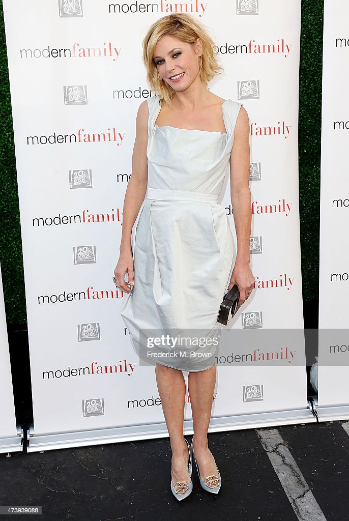 Actress Julie Bowen attends the ATAS Screening of the 'Modern Family' Season Finale 'American Skyper' at the Fox Studio Lot on May 18, 2015 in Century City, California.