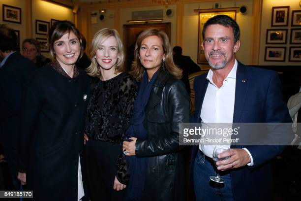 Actress Julie Gayet actress of the piece Lea Drucker violonist Anne Gravoin and her husband politician Manuel Valls attend 'La vraie vie' Theater...
