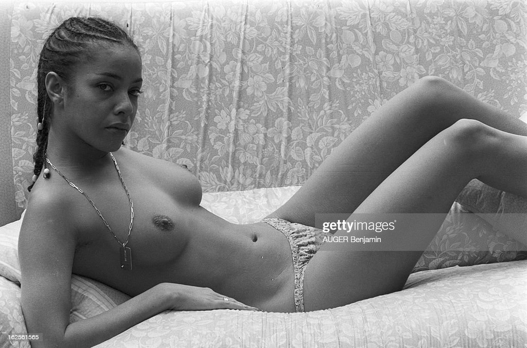 Actress posing nude #11