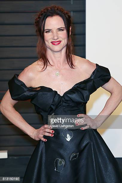 Actress Juliette Lewis arrives at the 2016 Vanity Fair Oscar Party Hosted by Graydon Carter at the Wallis Annenberg Center for the Performing Arts on...