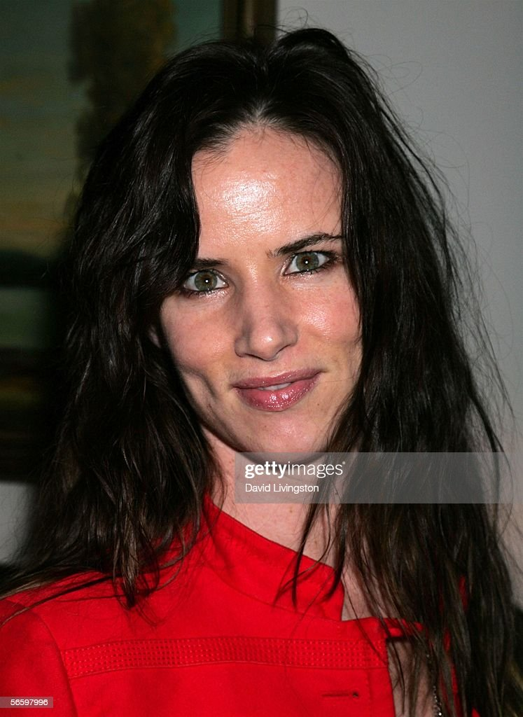 Actress Juliette Lewis poses at HBO's Annual Pre-Golden Globe Reception at Chateau Marmont on January 14, 2006 in Los Angeles, California.