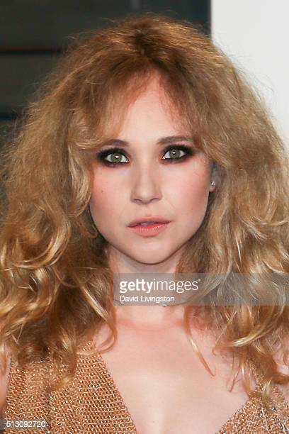 Actress Juno Temple arrives at the 2016 Vanity Fair Oscar Party Hosted by Graydon Carter at the Wallis Annenberg Center for the Performing Arts on...
