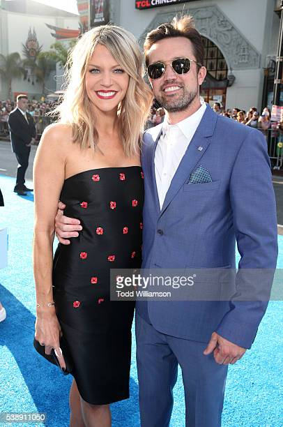 Actress Kaitlin Olson and actor Rob McElhenney attend the world premiere of DisneyPixar's 'Finding Dory' at the El Capitan Theatre on June 8 2016 in...