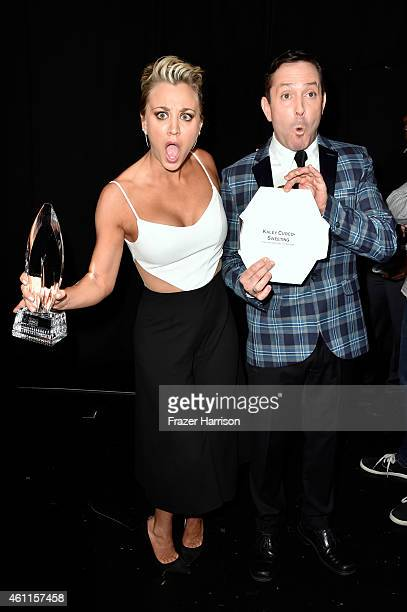 Actress Kaley CucoSweeting and actor Thomas Lennon attend the The 41st Annual People's Choice Awards at Nokia Theatre LA Live on January 7 2015 in...