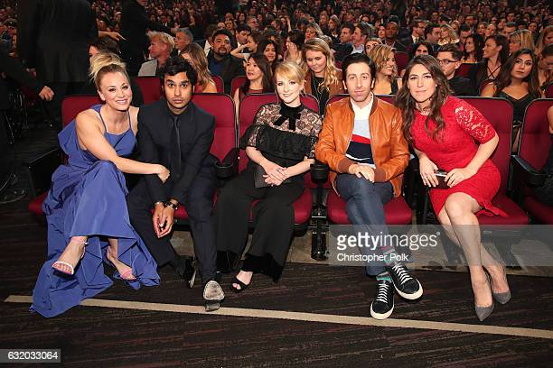 Actress Kaley Cuoco actor Kunal Nayyar actress Melissa Rauch actress Simon Helberg and actress Mayim Bialik attend the People's Choice Awards 2017 at...