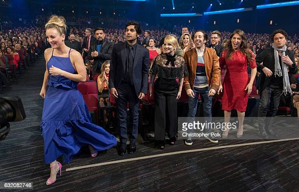 Actress Kaley Cuoco actor Kunal Nayyar actress Melissa Rauch actress Simon Helberg actress Mayim Bialik and actor Johnny Galecki attend the People's...