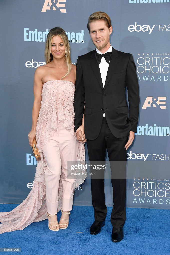Actress Kaley Cuoco (L) and Karl Cook attend The 22nd Annual Critics' Choice Awards at Barker Hangar on December 11, 2016 in Santa Monica, California.