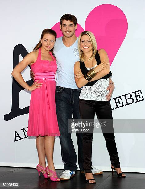 Actress Karolina Lodyga actor Roy Peter Link and actress Jeanette Biedermann attend a photocall to the new German television SAT1 telenovela 'Anna...