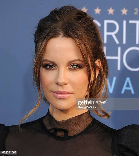 Actress Kate Beckinsale arrives at The 22nd Annual Critics' Choice Awards at Barker Hangar on December 11 2016 in Santa Monica California