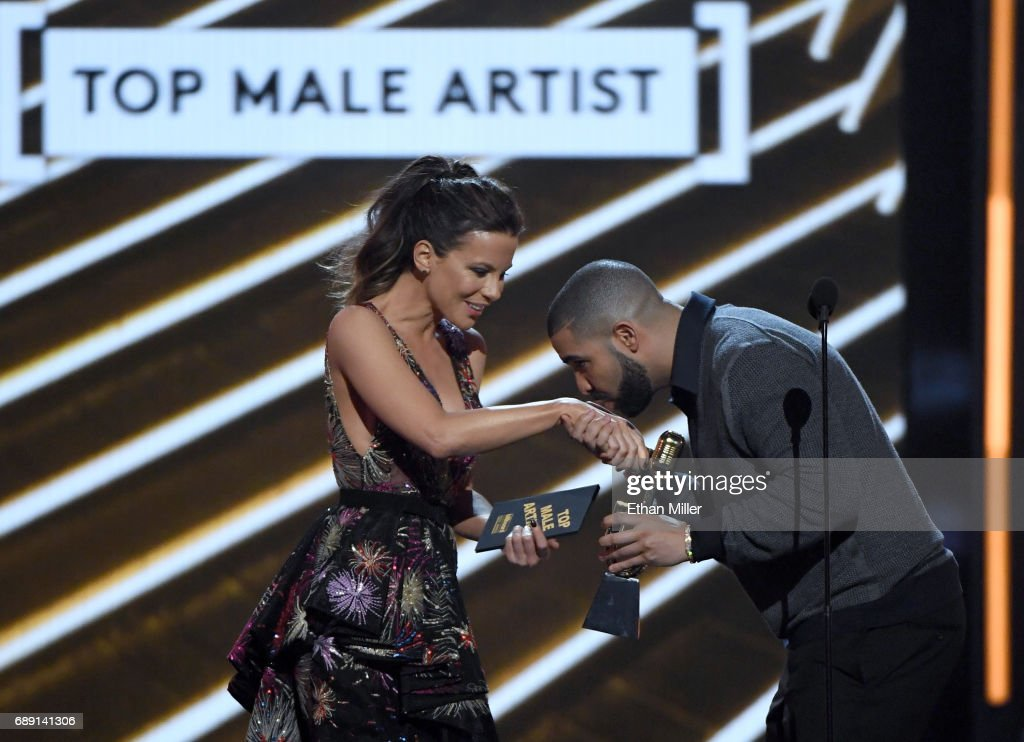 Actress Kate Beckinsale (L) presents the the Top Male Artist award to rapper Drake during the 2017 Billboard Music Awards at T-Mobile Arena on May 21, 2017 in Las Vegas, Nevada.