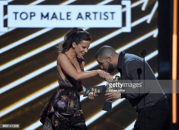 Actress Kate Beckinsale presents the Top Male Artist award to rapper Drake during the 2017 Billboard Music Awards at TMobile Arena on May 21 2017 in...