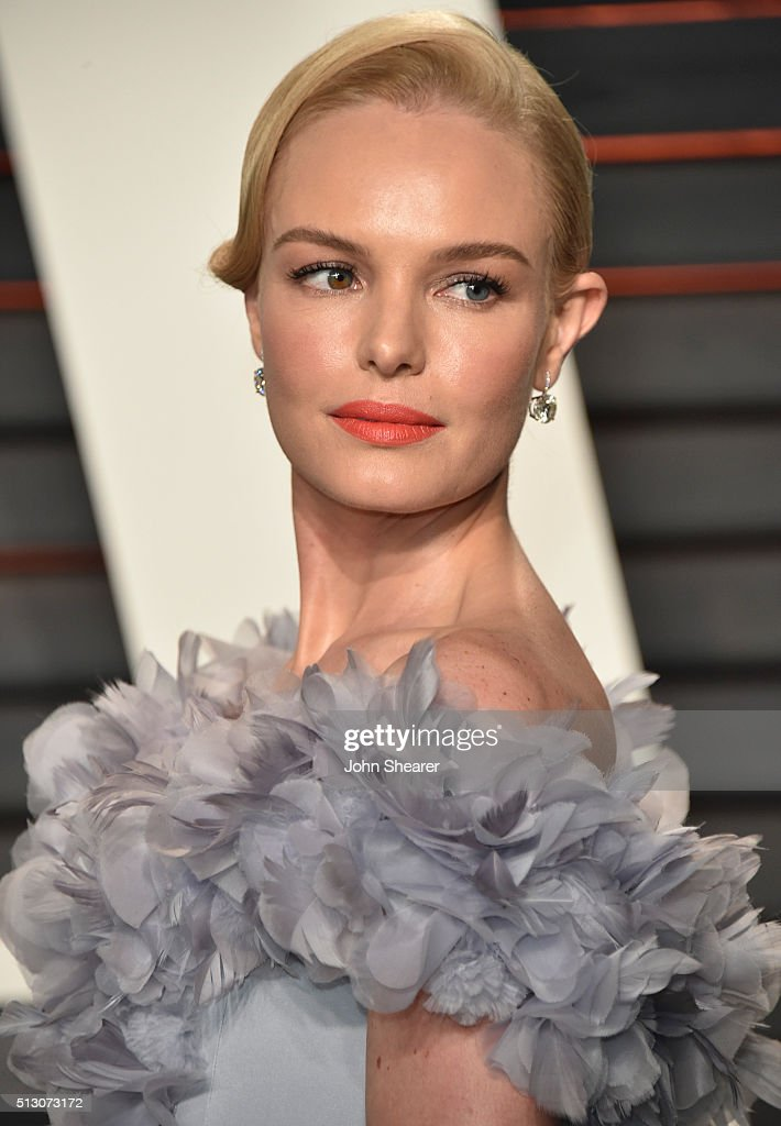 Actress Kate Bosworth arrives at the 2016 Vanity Fair Oscar Party Hosted By Graydon Carter at Wallis Annenberg Center for the Performing Arts on February 28, 2016 in Beverly Hills, California.