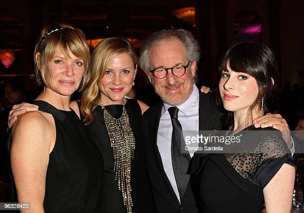 Actress Kate Capshaw actress Jessica Capshaw director Steven Spielberg and Sasha Spielberg attend the 13th annual Unforgettable Evening benefiting...
