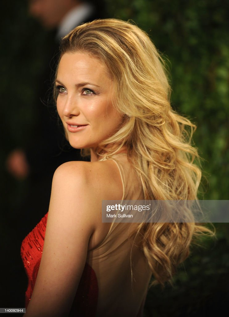 Actress Kate Hudson arrives at the 2012 Vanity Fair Oscar Party hosted by Graydon Carter at Sunset Tower on February 26, 2012 in West Hollywood, California.