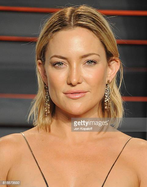 Actress Kate Hudson arrives at the 2016 Vanity Fair Oscar Party Hosted By Graydon Carter at Wallis Annenberg Center for the Performing Arts on...