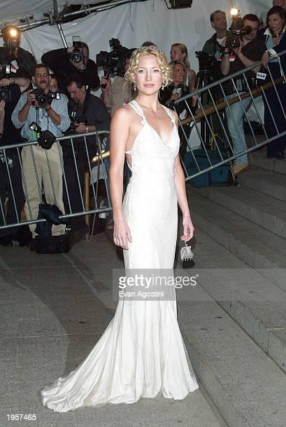 Actress Kate Hudson arrives at the Metropolitan Museum of Art Costume Institute Benefit Gala sponsored by Gucci April 28, 2003 at The Metropolitan...