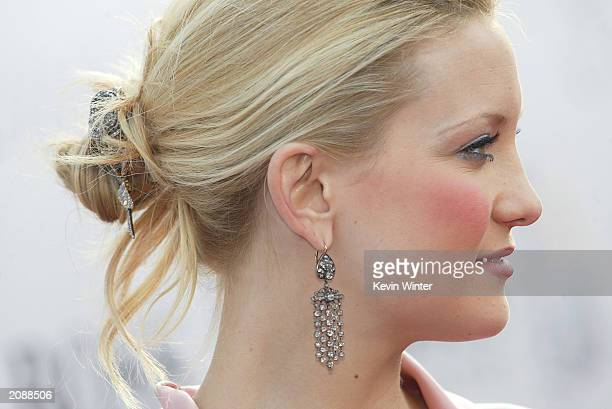"""Actress Kate Hudson arrives at the premiere of """"Alex & Emma"""" at the Chinese Theater on June 16, 2003 in Los Angeles, California."""