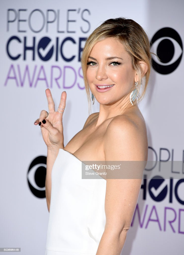 Actress Kate Hudson attends the People's Choice Awards 2016 at Microsoft Theater on January 6, 2016 in Los Angeles, California.