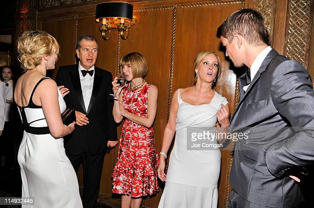 Actress Kate Winslet fashion photographer/evening honoree Mario Testino editor In chief of Vogue Anna Wintour event cochair Yaz Hernandez and actor...