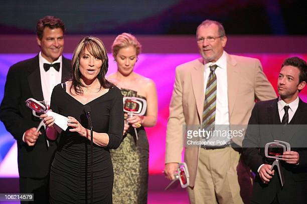 Actress Katey Sagal of Married with Children speaks with cast Ted McGinleyChristina Applegate Ed O'Neill and David Faustino onstage during the 7th...